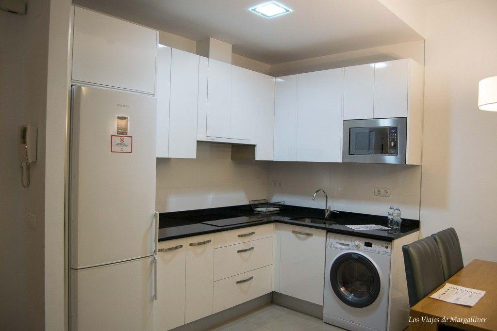 cocina apartamento suites del pintor, tu alojamiento en Málaga - los viajes de margalliver